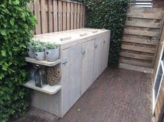 Garden ideas for clicko Garden Tool Storage, Garden Tools, Garden Ideas, Bin Shed, Garbage Shed, Diy Jardin, Trash Bins, Back Patio, Backyard Projects
