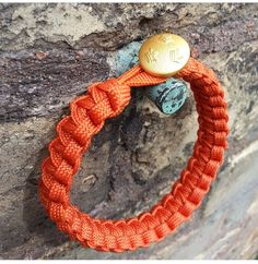 Paracord bracelet with army button in 24 carat gold.