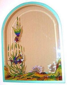 CLAF - Original Espejo Semi Ovalado Fondo Marino. (COD 009 - Espejo) Diseño pintado a mano sobre espejo. Borde calipso. Medidas: - Ancho: 45 cm - Alto: 60 cm Precio: $ 22.000 www.claf.cl