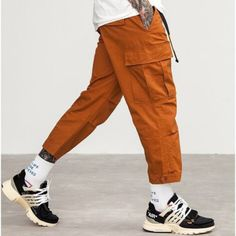 Cargo pants – Men's style, accessories, mens fashion trends 2020 Fashion Night, Fashion Pants, Urban Fashion, Fashion Outfits, Womens Fashion, Cargo Pants Outfit Men, Men's Pants, Men Trousers, Harem Pants