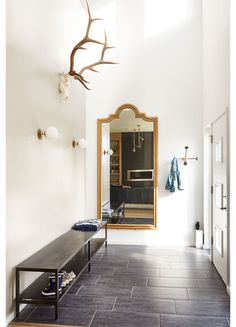 Slate floor tile in the hallway + Large wall mirror antique brass + hallway bench + cute retro sconces Entryway Stairs, Tiled Hallway, Hallway Bench, Entryway Ideas, Entryway Mirror, Wall Mirror, Mirrors, Wall Color Combination, Entry Way Design