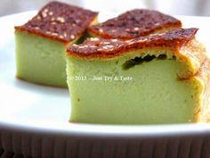 Just Try & Taste: Bingka Pandan: Lembut dan Harum Indonesian Desserts, Asian Desserts, Just Desserts, Indonesian Food, Indonesian Recipes, Bolu Cake, Pandan Cake, Resep Cake, Cake Recipes
