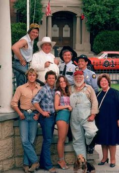 """""""Dukes of Hazard"""" John Schneider,Tom Wopat, Catherine Bach and cast. Old Tv Shows, Movies And Tv Shows, Bo Duke, James Best, Mejores Series Tv, Dukes Of Hazard, John Schneider, Catherine Bach, Actor James"""