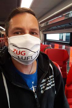 """Mit der Maske im """"Zug Luft"""" Design wird die Zugfahrt gleich etwas angenehmer. Mund-Nasen-Bedeckung als Stoffmaske für jene, die gerne mit dem Zug reisen. #zugreise #maske #zugluft #bahnreise Design, Prepping, Travel Advice, Face"""