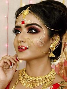 A good HD makeup is in popular demand for the finish it gives you. Bengali Bridal Makeup, Bridal Makeup Looks, Indian Bridal Makeup, Bride Makeup, Indian Wedding Couple Photography, Indian Wedding Bride, Bengali Wedding, Indian Bridal Photos, Indian Bridal Fashion