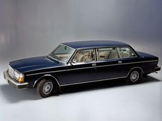 En vous parlant de la Volvo 244 DLS spécifique au marché est-allemand (lire aussi: Volvo 244 DLS), j'avais évoqué l'étrange limousine 264 TE, sans plus rentrer dans les détails. Il est…