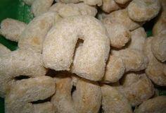Vanilkové rohlíčky s ořechy - recept. Přečtěte si, jak jídlo správně připravit a jaké si nachystat suroviny. Vše najdete na webu Recepty.cz.