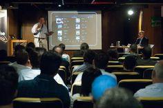 Plateia assiste ao estudo de caso da Prazeres da Mesa, revista que chegou ao iPad com a WoodWing. Foto: Guido Peters.