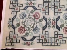 Bargello, Cross Stitch Flowers, Christmas Crafts, Cushions, Kids Rugs, Crochet, Quilt Cover, Softies, Cross Stitch Embroidery