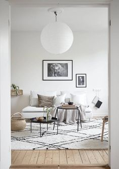Beautiful Small Living Rooms That Work. Check out these small living room ideas and design schemes for tiny spaces. Take a look at the best small living room ideas. Small Living Room Layout, Small Room Design, Living Room Green, Family Room Design, Small Living Rooms, Living Room Designs, Living Room Decor, Living Spaces, Bedroom Decor