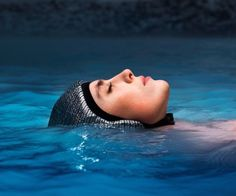 Get to enjoy the maximum healing properties of water while you relax in water by using the Floating Cap.