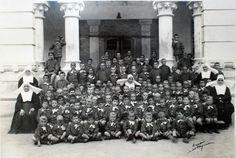 Uno de los grupos de niños asilados en la Casa de Misericordia