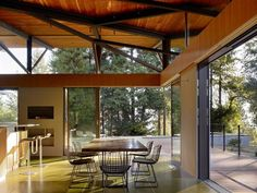 Mountainside Retreat in Sonoma Valley with a beautiful dining area - residentialarchitect Magazine