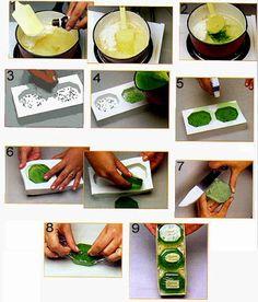 Sabonetes diferentes que parecem frutas...este passo foi retirado da revista Sabonetes Artesanais, fica uma graça, eu já fiz sabonetes de m...