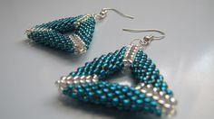 tyrkysovo stříbrné trojúhelníky šité trojúhelníkové náušnice z japonských korálků Toho