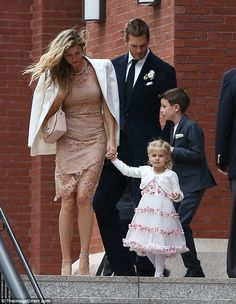 Family wedding: Model Gisele Bundchen and Patriots quarterback husband Tom Brady attended his sister Nancy's wedding in Boston on Sunday Gisele Bundchen, Tom Brady Family, Tom Brady Kids, Celebrity Couples, Celebrity Weddings, Tom Brady And Gisele, Estilo Cool, Star Wars, Sister Wedding