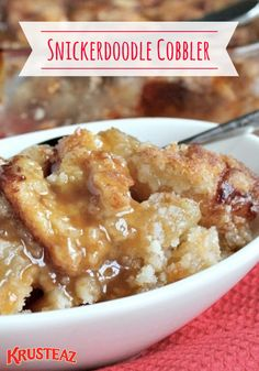 This easy Snickerdoodle Cobbler combines the goodness of hot apple pie, soft and chewy snickerdoodle cookies, and a rich, buttery caramel sauce into a mouthwateringly delicious dessert recipe you couldn't forget if you tried. Brownie Desserts, Oreo Dessert, Mini Desserts, Coconut Dessert, Easy Desserts, Easy Delicious Desserts, Simple Dessert Recipes, Crock Pot Desserts, Apple Recipes