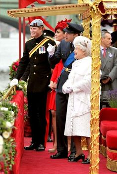 Queen Elizabeth II Photo - Catherine in red for the River Pageant