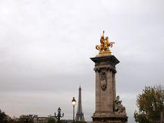 """Pont Alexandre III (côté Rive droite) avec la """"Renommée de l'Agriculture"""" (Emmanuel Fremiet, 1897-1900) et """"La France moderne"""" (Gustave Michel, 1900)_(8è Arrt)_Paris (France)_2014-10-24 © Hélène Ricaud-Droisy (HRD)"""