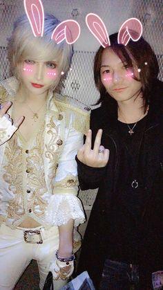 MiA (left)