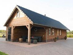 Geisoleerde houten hobbyruimte met zit en schuurgedeelte 95m2