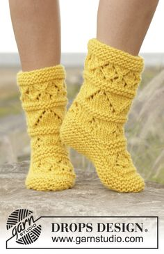 "Knitted slippers with lace pattern in ""Eskimo"". Free Pattern"