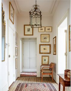 It was only after dispelling a ghostly presence that the interior designer Virginia Howard was able to start reorganising the space in this London flat, introducing neutral schemes with hints of pink Cute Dorm Rooms, Cool Rooms, Howard House, Old Country Houses, Farmhouse Side Table, Web Design, House Design, Design Ideas, Bohemian Living