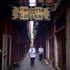 Trattoria alla Madonna-ate here twice and loved! Best Places To Eat, Venice Italy, Italy Travel, Madonna, Restaurants, Europe, Drink, Photos, Cafes