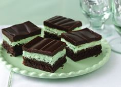 """Chocolate Brownies with Mint Frosting…. You're drooling at one layer of brownies, topped with a layer of mint frosting, plus a layer of chocolate. In the words of the creators themselves, """"These are so wonderful. Menta Chocolate, Chocolate Mint Brownies, Chocolate Glaze, Fudgy Brownies, Irish Chocolate, Chocolate Mints, Delicious Chocolate, Chocolate Desserts, Gastronomia"""