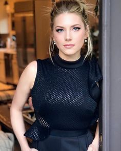 Katheryn Winnick Amazing Image in Black Outfits - Celebrity Pictures Katheryn Winnick, Beautiful Celebrities, Gorgeous Women, Hollywood, Kate Beckinsale, Celebrity Pictures, Vanity Fair, Most Beautiful Pictures, Celebs