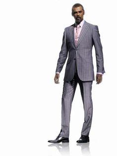 Costume Mesure Thierry Mugler - Idées de tenues pour le marié - Depuis 2006, la célèbre griffe propose du sur-mesure pour ces messieurs... Veste ajustée, pantalon fuselé, fines rayures, accordés avec un coloris rose discret, une silhouette...