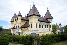 Kirchen, Buildings, Mansions, House Styles, Decor, Mansion Houses, Decorating, Villas, Fancy Houses