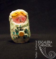 Escultura de cartapesta y  mosaico realizada por Marina Acuña. http://tallerescaleracaracol.com/artes-del-fuego/mosaico/mosaico-libre-para-principiantes/
