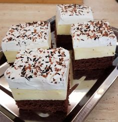 Recently, I found this recipe, it has become the family& newest .- Nemrég találtam ezt a receptet, ez lett a család legújabb kedvence! Amerikai… I recently found this recipe, it has become the family& newest favorite! American cream as I make it! Easy Desserts, Dessert Recipes, Hungarian Cake, Shortcrust Pastry, Pastry And Bakery, French Pastries, Winter Food, Street Food, Tiramisu