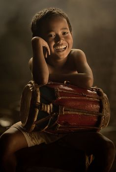 West Java, Indonesia by Vichaya Pop. people photography, world people, faces Kids Around The World, We Are The World, People Around The World, Precious Children, Beautiful Children, Smile Face, Make Me Smile, Beautiful Smile, Beautiful People