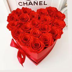 """The Prestige Roses España on Instagram: """"WE LOVE RED ❤️ CON ROSAS FRESCAS NATURALS O PRESERVADAS ❤️ SAN VALENTÍN ❤️CAJA ROJO CORAZÓN  #sanvalentin❤️ Puede ser un regalo más hermoso…"""" Fresco, Red Rosa, Love Box, Mat, Instagram, Red Roses, Valentines, Gift, Red"""
