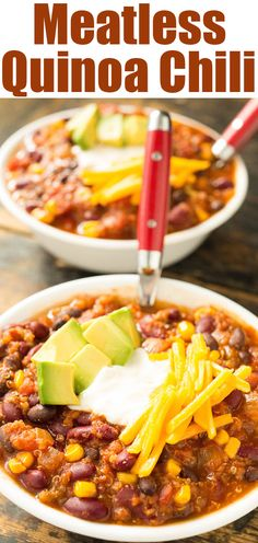 This chili recipe is so savory no one ever notices its vegetarian! A fall favorite for Meatless Monday dinner. This quinoa chili recipe is so savory, no one every believesit is meatless! Can be easily reheated for meal prep. Chili Quinoa, Meatless Chili, Veggie Chili, Vegetarian Chili, Vegetarian Cooking, Chili Recipes, Vegan Recipes, Cooking Recipes, Fall Vegetarian Recipes