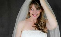 Simple wedding veil,no sewing machine needed Learn to make your own wedding veil, giving it a special handmade touch, with easy instructions from DIY Network. Simple Wedding Veil, Simple Veil, Wedding Tips, Wedding Planning, Wedding Stuff, Diana Wedding, April Wedding, Carrie Bradshaw, Veil Diy