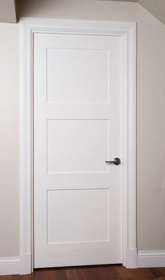 Door but not knob or trim Porte panneau moulure shaker option art-déco Baseboard Trim, Baseboards, Interiores Art Deco, Door Design, House Design, Door Molding, Moldings, Shaker Doors, Inside Doors