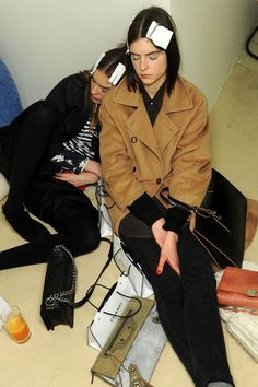 Backstage Fashion week Chanel aw13