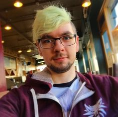 Jacksepticeye with his new glasses! <3
