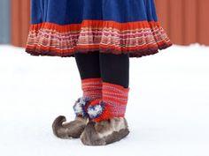 Sami fashion from Lapland Reindeer fur shes Folk Costume, Costumes, Kirkenes, Folk Clothing, Lappland, Aesthetic Women, Blue Lace Agate, Fur Boots, Samara