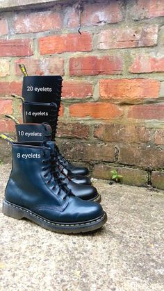 Doc Martens - What are they and how do you wear them? Dr. Martens, Red Doc Martens, Doc Martens Style, Doc Martens Boots, Mode Skinhead, Skinhead Boots, Skinhead Fashion, Doc Martens Outfit, Mode Rock