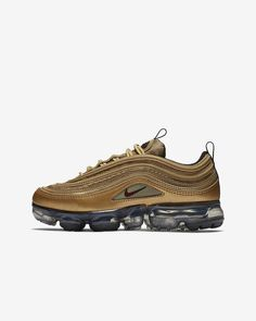 Big Kids Nike Air VaporMax 97 Shoe Metallic Gold/Black/White/Varsity Red Style: AQ2657-700 Nike Air Max Kids, Nike Air Vapormax, Red Fashion, New York Fashion, Milan Fashion Weeks, Fashion Models, Runway Fashion, Curvy Petite Fashion, Running Shoes Nike
