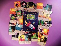 Atomic Bond! es un juego de cartas que ha sido creado por el profesor de Física y Química Pablo Ortega para enseñar su asignatura. Bond, Games, Yoga Games, Card Games, 4 Year Olds, Gaming, Plays, Game, Toys