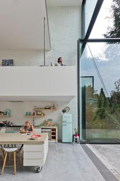 Architecture and design: an incredible townhouse in Antwerp with amazing pivot doors of 6 metres high! Interior inspiration and design. Interior Architecture, Interior And Exterior, Japanese Architecture, Door Design, House Design, Pivot Doors, Big Doors, Sliding Door, Design Moderne