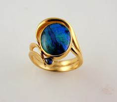 18k yellow gold ring with opal and blue sapphire