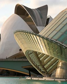 Ciudad de las Artes y las Ciencias (Stad van de Kunsten en Wetenschap), een cultureel centrum van de hand van de architect Santiago Calatrava in Valencia, Spanje