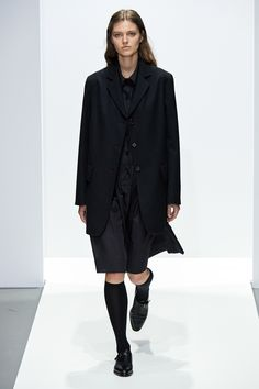 Margaret Howell Fall 2020 Ready-to-Wear Fashion Show - Vogue Margaret Howell, Margaret Thatcher, Margaret Atwood, Autumn Fashion Casual, Autumn Winter Fashion, Vogue Paris, Comme Des Garcons, Vogue Russia, Fashion Show Collection