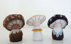 Estos Waldorf inspirado fieltro fieltro mini seta muñecos de peluche son todos hechos a mano por mí de fieltro antibacteriano natural, lana y otros